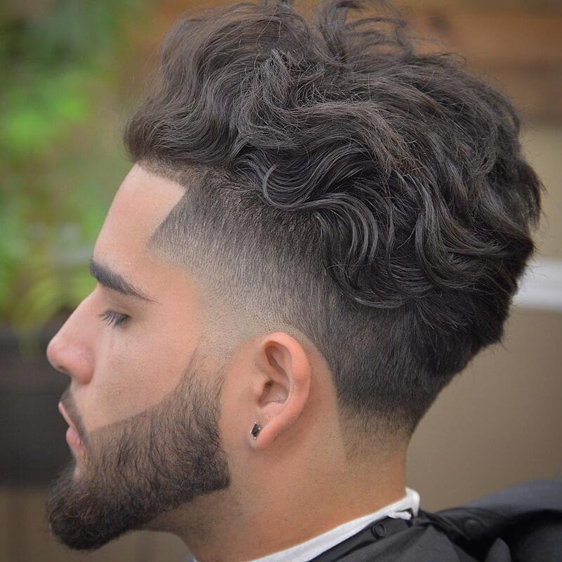 Kiểu tóc nam xoăn với mái tóc trung bình