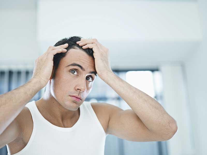 Tóc bị xòe ra ở một số nơi