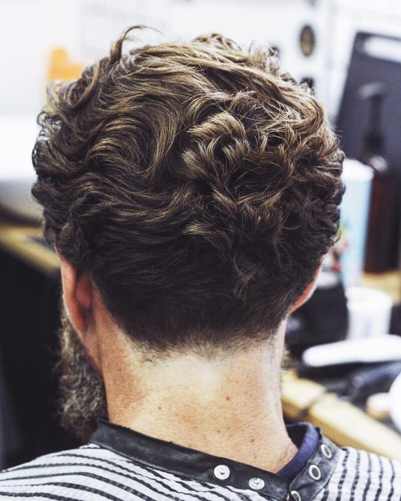Kiểu tócNeckline + Curl