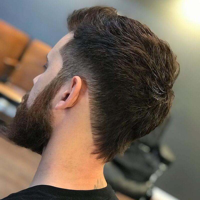 Kiểu tócDucktail + Angled Neckline