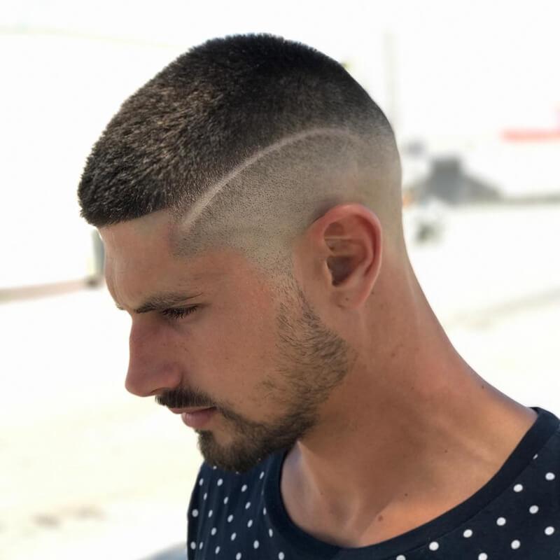 Mẫu tócTaper Haircut + Shaved Line